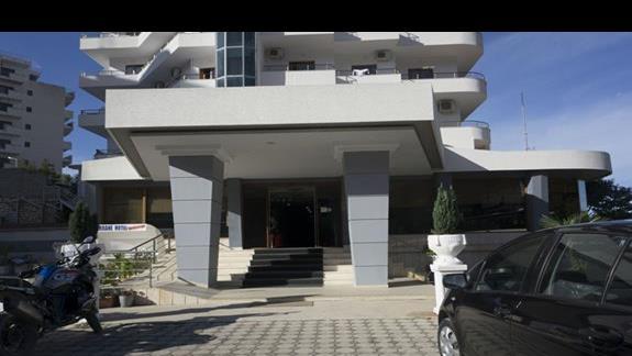 Front hotelu
