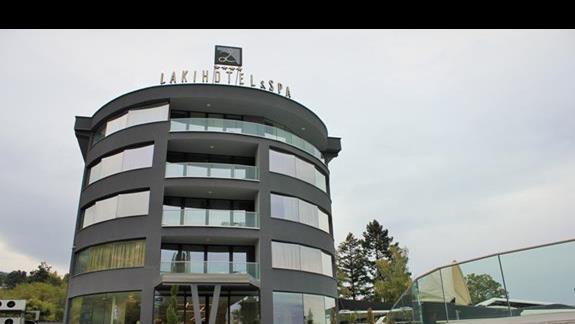 budynek hotelu od frontu