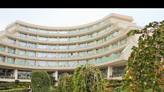 część hotelu od strony jeziora