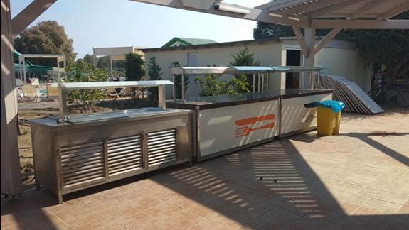grill przy basenie