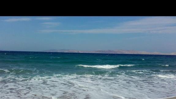 plaża z widokiem na wybrzeże Turcji