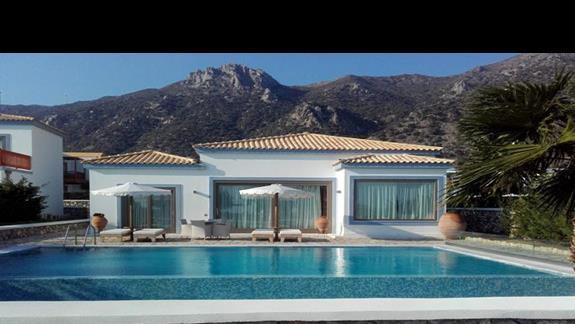 villa w pierwszej linii brzegowej