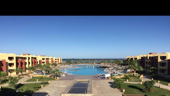 Widok na hotel z recepcji
