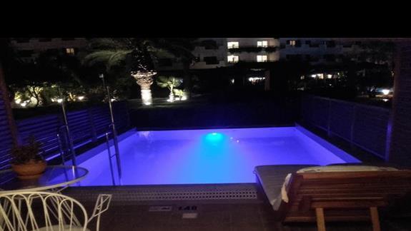 basen należący do pokoju