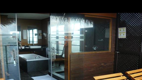 pokój w domku na wodzie