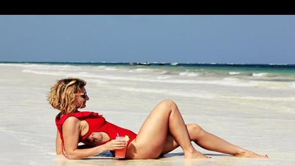 drink na plazy przed hotelem