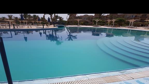 drugi basen -woda zielona