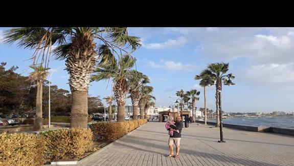 promenada w porcie - Pafos