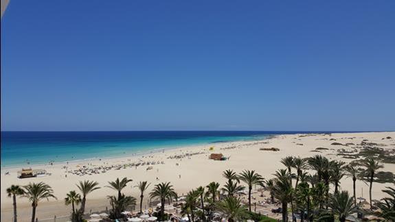 Widok z balkonu Hotelu Riu Oliva Village na plaze i cean
