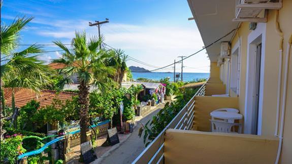 Widok z pokojowego balkonu - w strone plazy