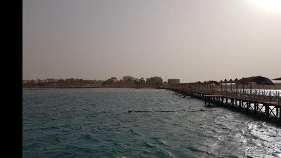 Widok z mola - daleko w morze