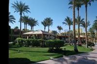Hotel Palm Beach - Widok od strony morza. W glebi bar przy basenie i budynek glówny