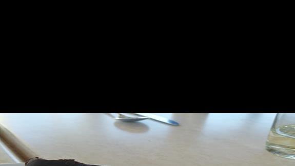 Bardzo dobry deser ciasto z gorzkiej czekolady i herbatników