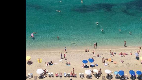 widok na plażę Kleopatry przy samej skale z kolejki linowej