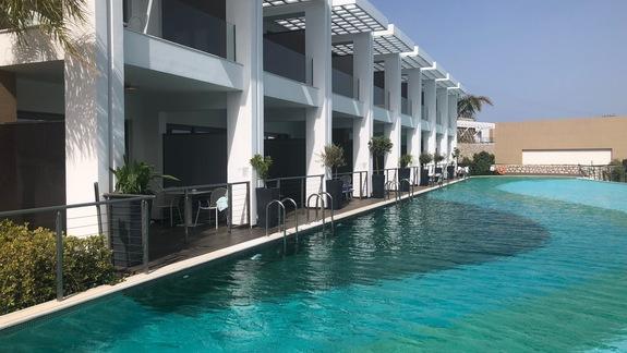 boczny budynek hotelowy z prywatnym basenem