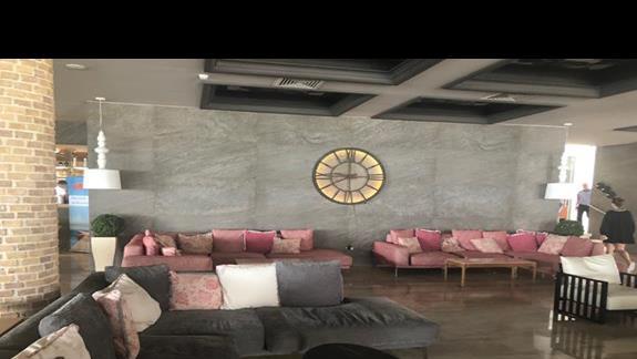 lobby w strefie wypoczynkowej