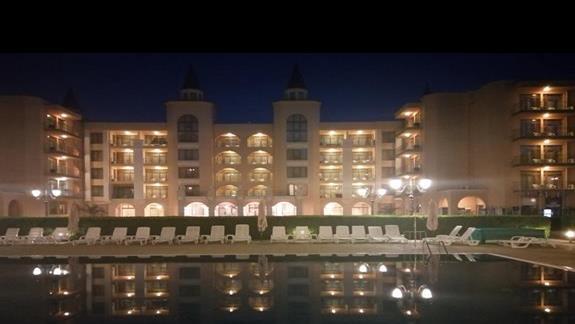 Hotel Palazzo nocą