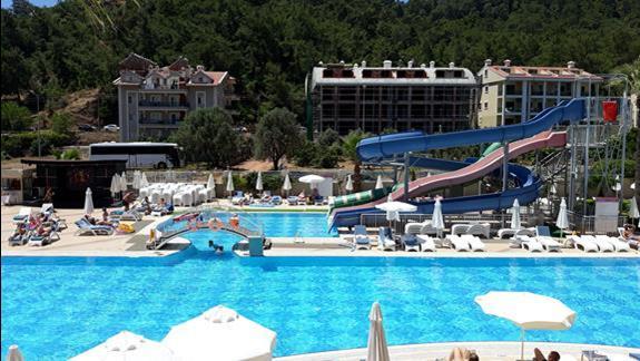 basen w hotelu Grand Pasa