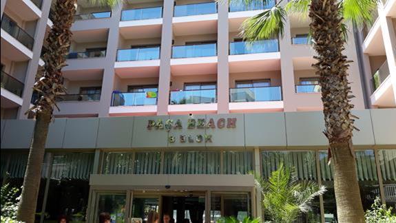 wejście do hotelu Pasa Beach