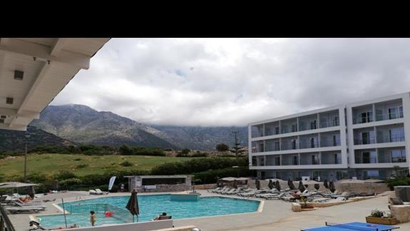 basen i podwórko wewnętrzne w hoteli