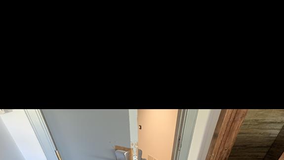 Zdjęcie syfu i obskurnych drzwi