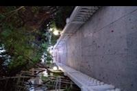 Hotel Riverside Garden Resort - alejka nocą