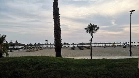 Plaza hotelowa (widok z basenu)