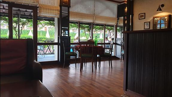 jeden z hotelowych barów