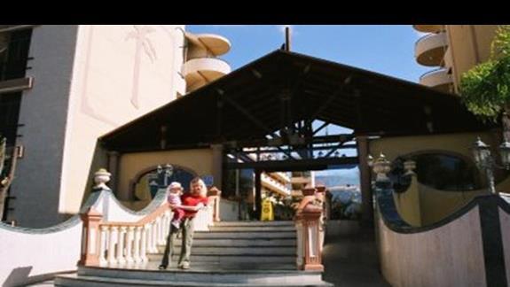 Wejście do hotelu Isla Bonita