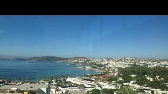 widok z hotelu na zatokę - zdjęcie nie oddaje uroku