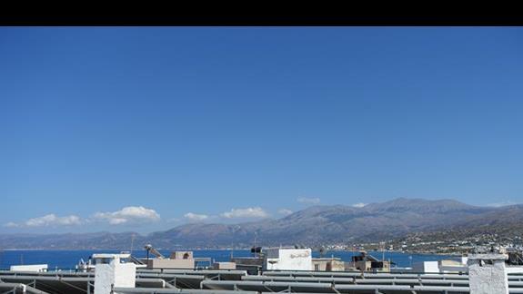 Widok z okna, starszy budynek Hotelu Heronissos