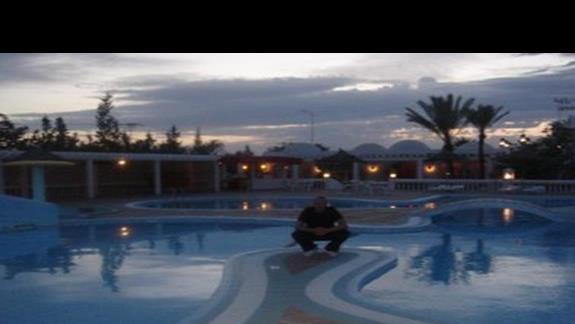 Kolejny basenik