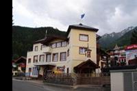 Hotel Votter's Spotrtkristall - Hotel -widok od ulicy dojazdowej