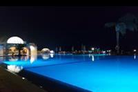 Hotel Mercure Hurghada - Główny basen nocą