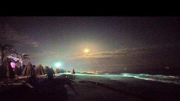 Po przyjeździe urzekła nas bajkowa gra świateł na plaży