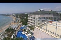 Hotel Aska Just in Beach - widok z najwyzszego pietra na hotel, plaze i morze