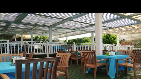 Taras bar przy plaży