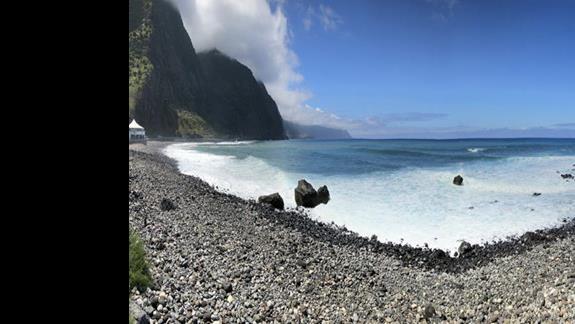 brzeg oceanu przy hotelu