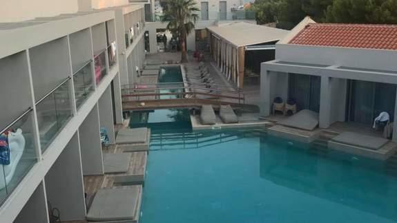 Pokoje z dostępem do basenu