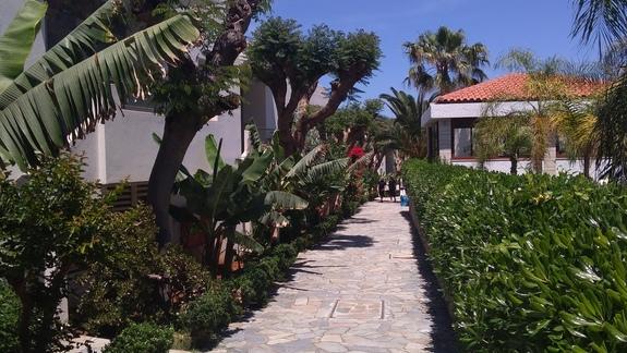 Ścieżki między bungalowami