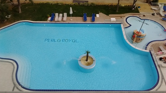 Widok z 6go piętra na basen