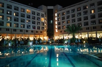 Hotel Miarosa Konakli Garden - basen wieczorem