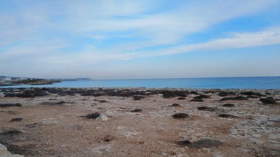 Zatoka przy hotelu (przy samym zejściu jest plaża piaszczysta)