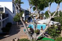 Hotel Aqua Bay - teren hotelu i widok na maly basen