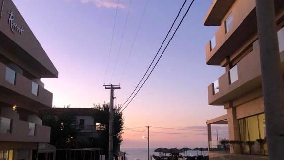 Hotel z widoku z ulicy