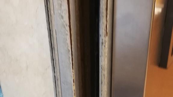 brzegi drzwi szafy