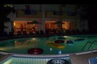 Hotel Castro - Basen nocą