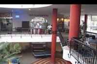 Hotel Xperience Kiroseiz Parkland - hol z mini market i na dole internet i pinpong bilard bar dyskoteka