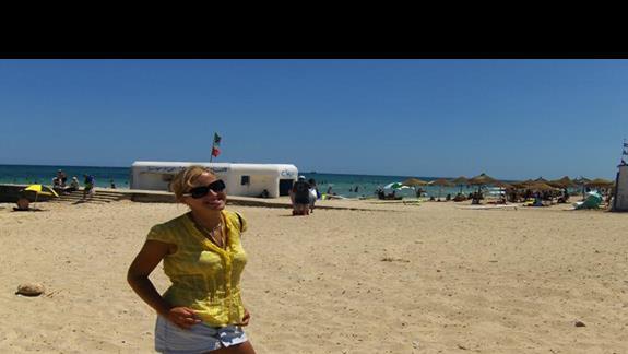 publiczna plaża nieopodal hotelu