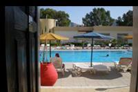 Hotel Marathon - z pokoju prosto pod basen